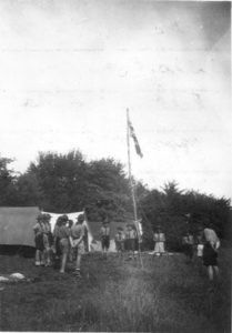 flag-break-downe-1954w